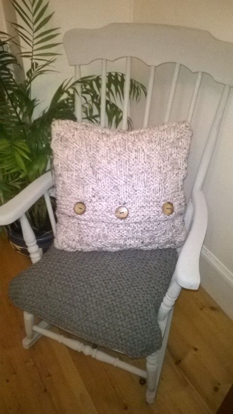 Hand knitted cushion cover and cushion